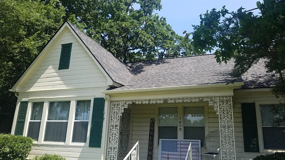 Denison, TX - Beautiful new Owens Corning black Sable duration roof by Lankford Roofing in Denison Texas