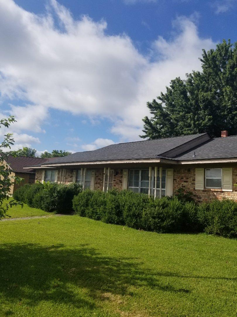 Whitesboro, TX - Lankford Roofing just installed a beautiful new Owen's Corning Oakridge Onyx black shingle roof.