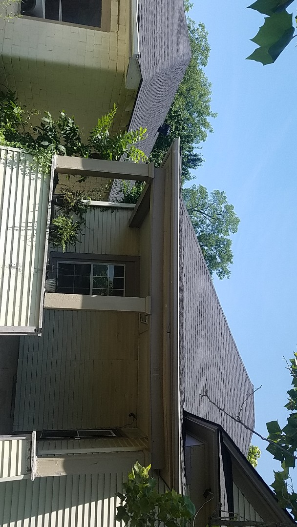 Denison, TX - Beautiful new GAF charcoal roof by Lyford Roofing in Denison Texas