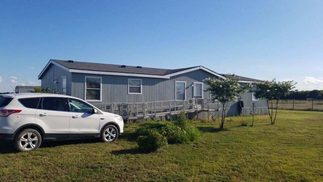 Whitesboro, TX - New Owen's Corning Oakridge Estate Grey roof here in Whitesboro, Texas