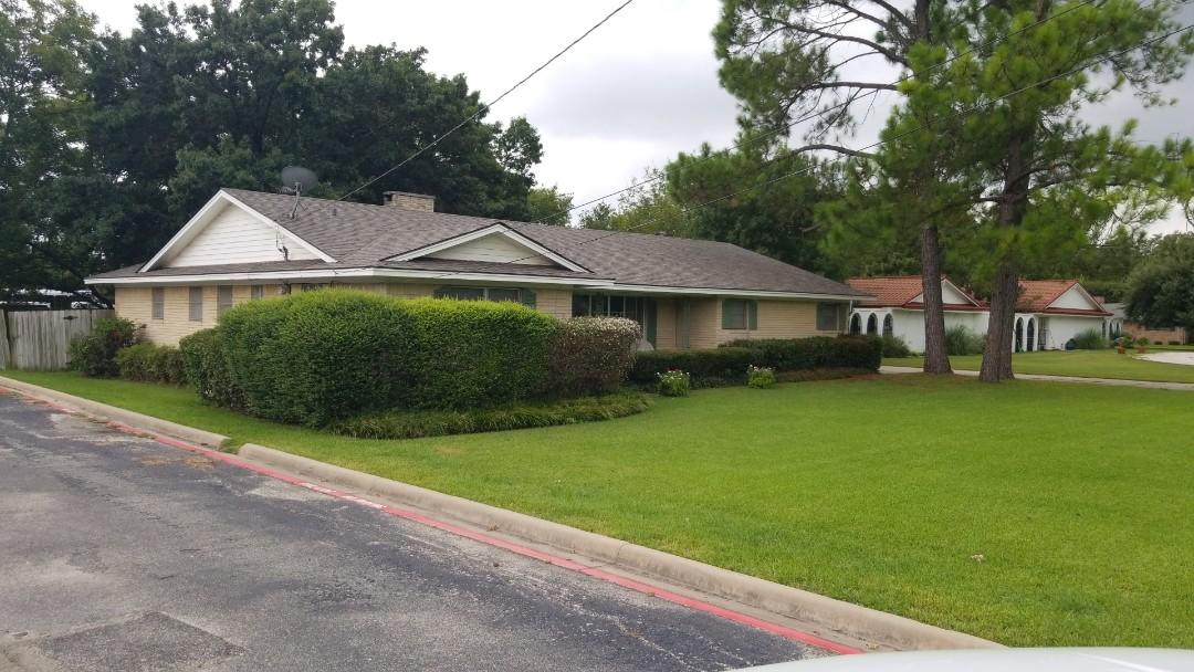 Gainesville, TX - New Owen's Corning Oakridge Driftwood roof here in Gainesville, Texas