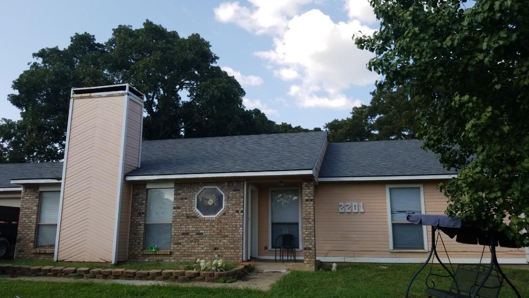 Denison, TX - New Owen's Corning Oakridge Estate Grey roof here in Denison