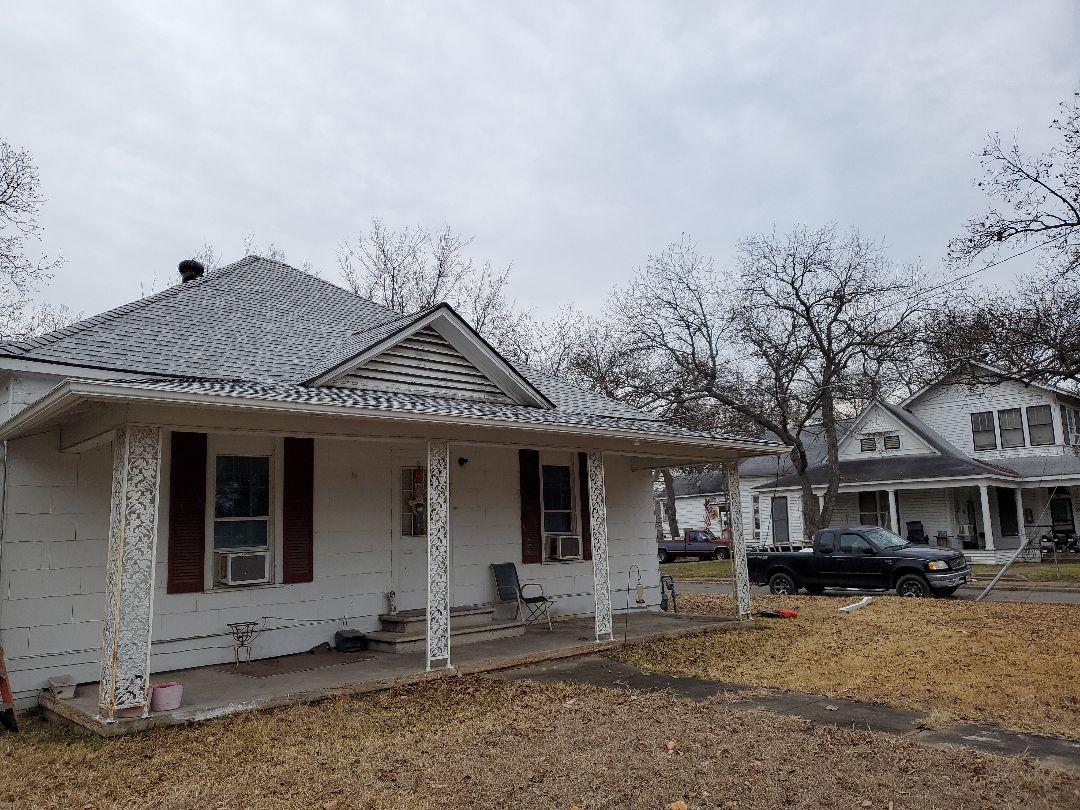 Bonham, TX - Beautiful new Owens Corning Sierra Grey roof by Lankford Roofing in Fannin County Texas