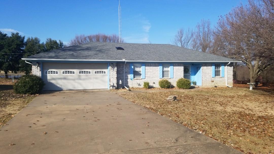 Howe, TX - New Owen's Corning Oakridge Estate Grey roof here in Howe, Tx
