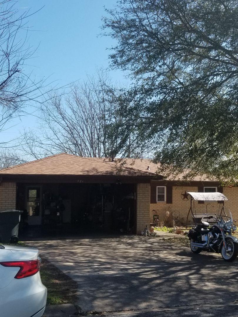 Sherman, TX - Lankford Roofing just installed a beautiful new Owen's Corning Oakridge Desert Tan shingle roof