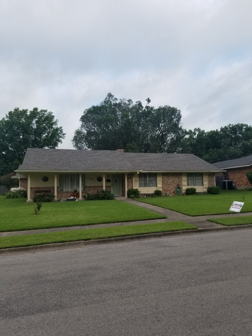 Sherman, TX - Lankford Roofing just installed a beautiful new Owen's Corning Oakridge Driftwood shingle roof.