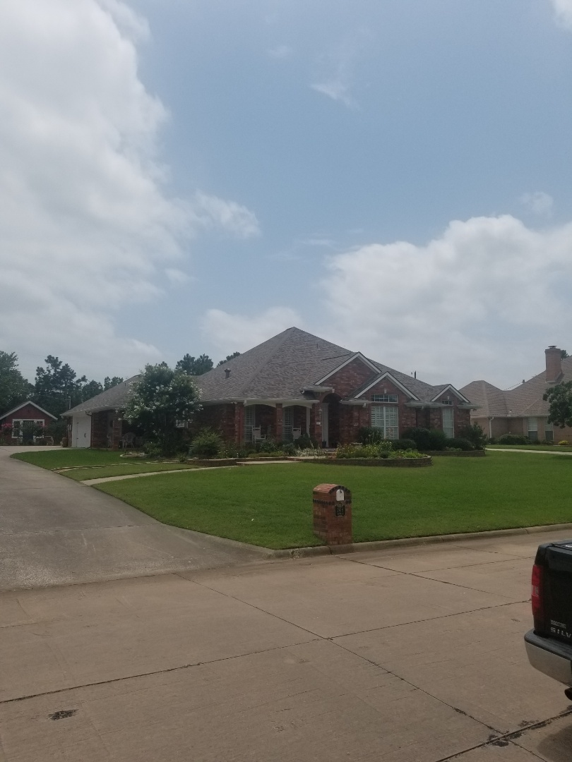 Whitesboro, TX - Lankford Roofing just installed a beautiful new Owen's Corning Duration Driftwood shingle roof.