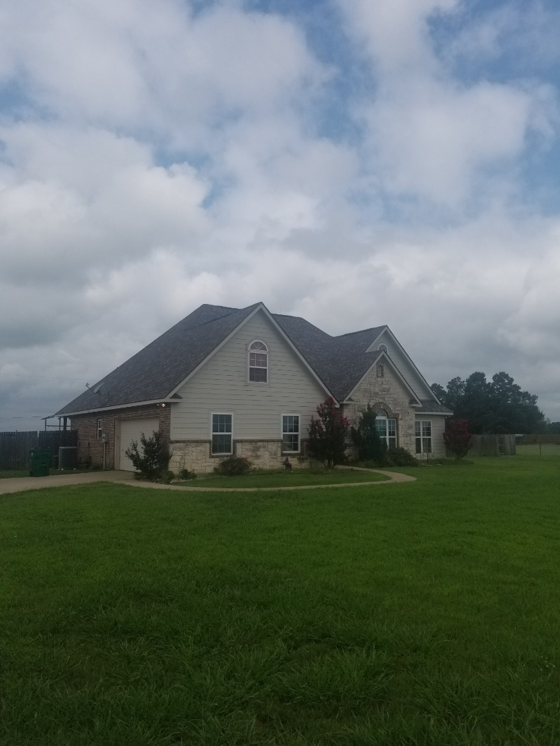Whitesboro, TX - Lankford Roofing just installed a beautiful new Owen's Corning Duration Colonial Slate shingle roof.