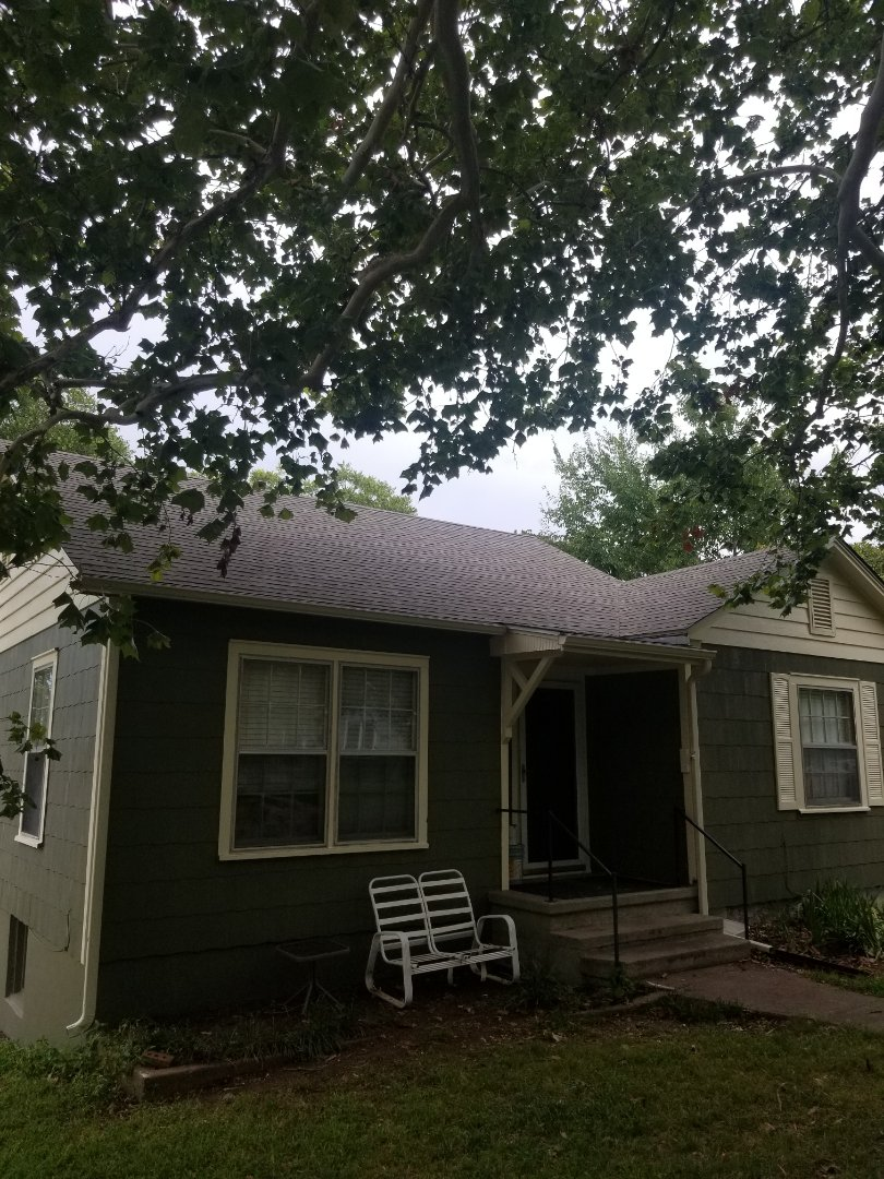 Denison, TX - Lankford Roofing just installed a beautiful new Owen's Corning Oakridge Driftwood shingle roof.