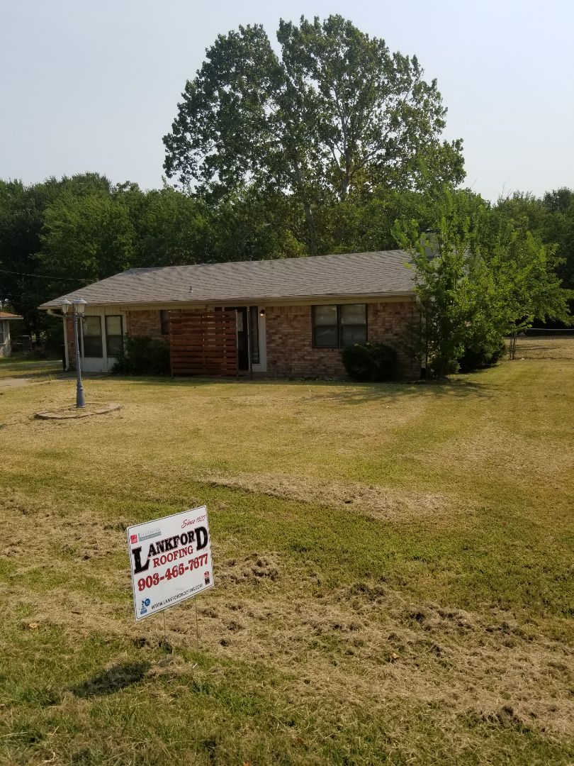 Pottsboro, TX - Lankford Roofing just installed a beautiful new Owen's Corning Oakridge Driftwood shingle roof.