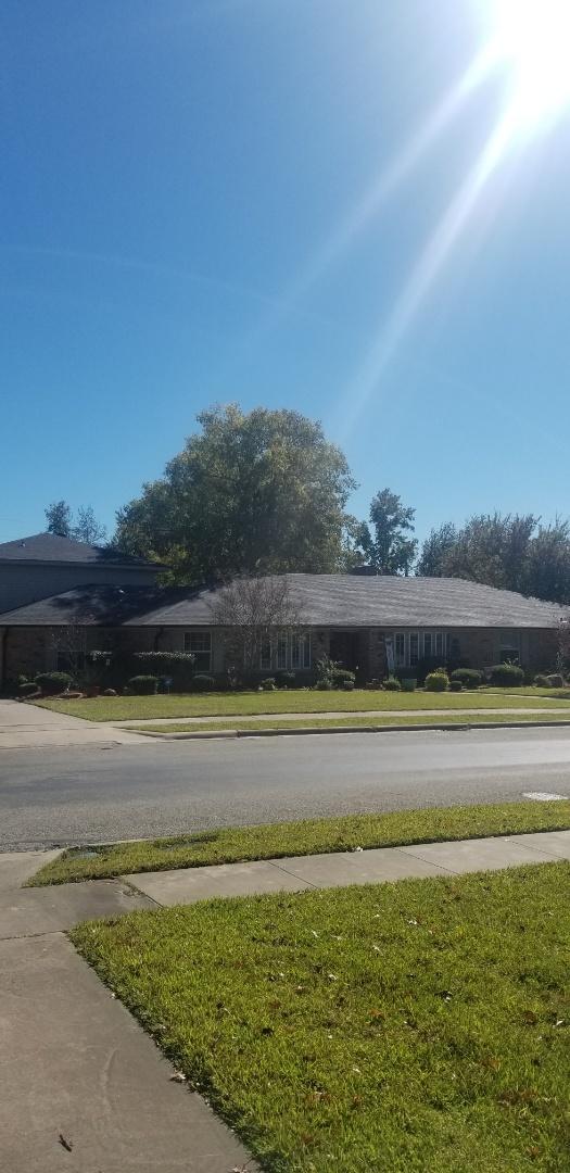 Sherman, TX - Lankford Roofing just installed a beautiful new Owen's Corning Oakridge Onyx black shingle roof.