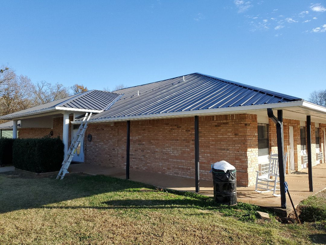 Tishomingo, OK - Beautiful new charcoal R panel Roof in Tishomingo Oklahoma by Lankford roofing