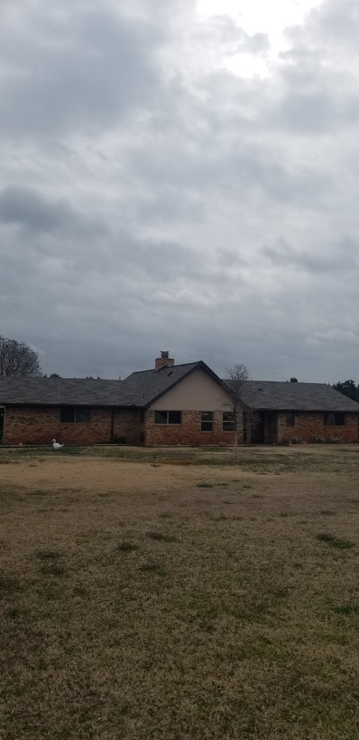 Sadler, TX - Lankford Roofing just installed a beautiful new Owen's Corning Weatherguard Driftwood shingle roof.