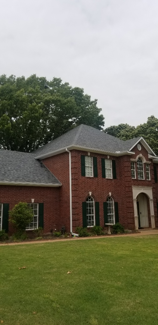 Denison, TX - Lankford Roofing just installed a beautiful new Owen's Corning Weatherguard Estate Gray shingle roof.