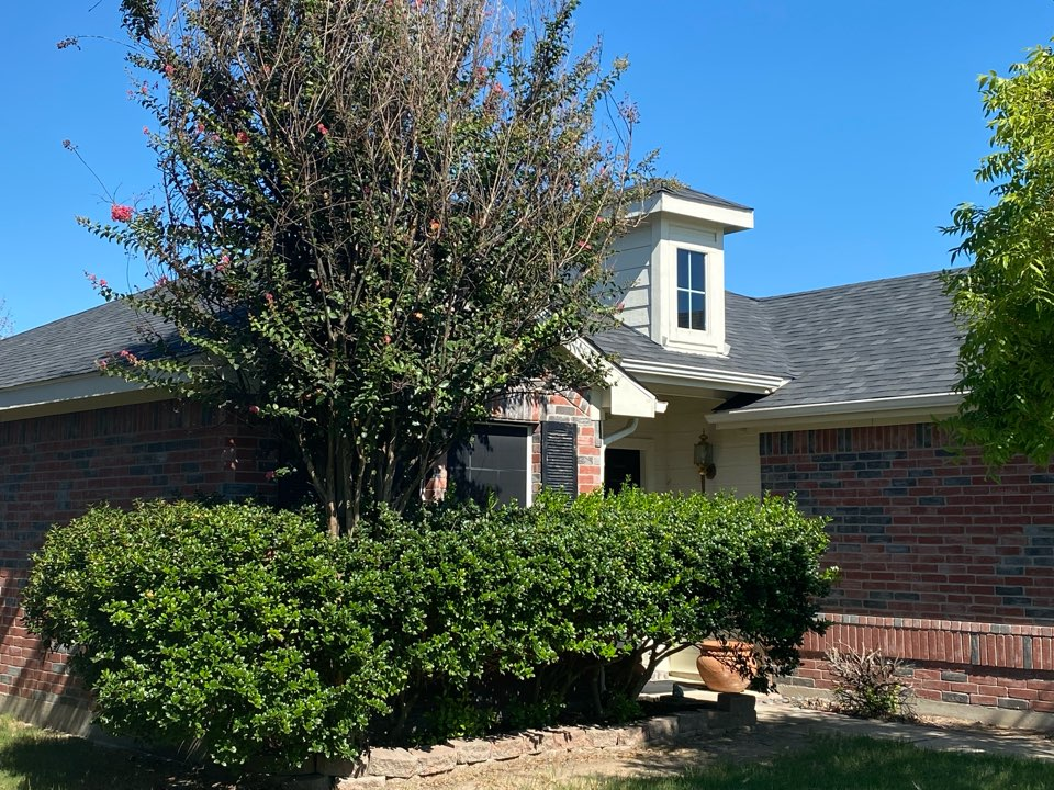 Anna, TX - Lankford Roofing did a roof replacement in Anna, TX today with Owens Corning Oakridge Onyx Black shingles and updated this beautiful Home!
