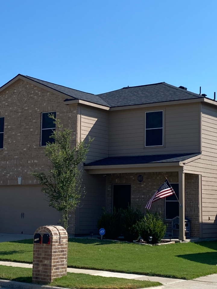 Howe, TX - Lankford Roofing installed this beautiful onyx black roof with Owens Corning Oakridge shingles