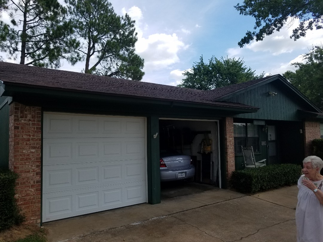Bells, TX - Beautiful new Owens Corning roof and skylight