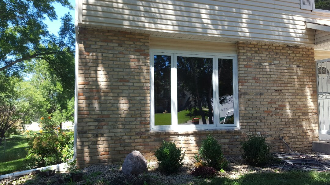 Cottage Grove, MN - Replacing old fogged up vinyl replacement windows with new Renewal by Andersen replacement casement windows.