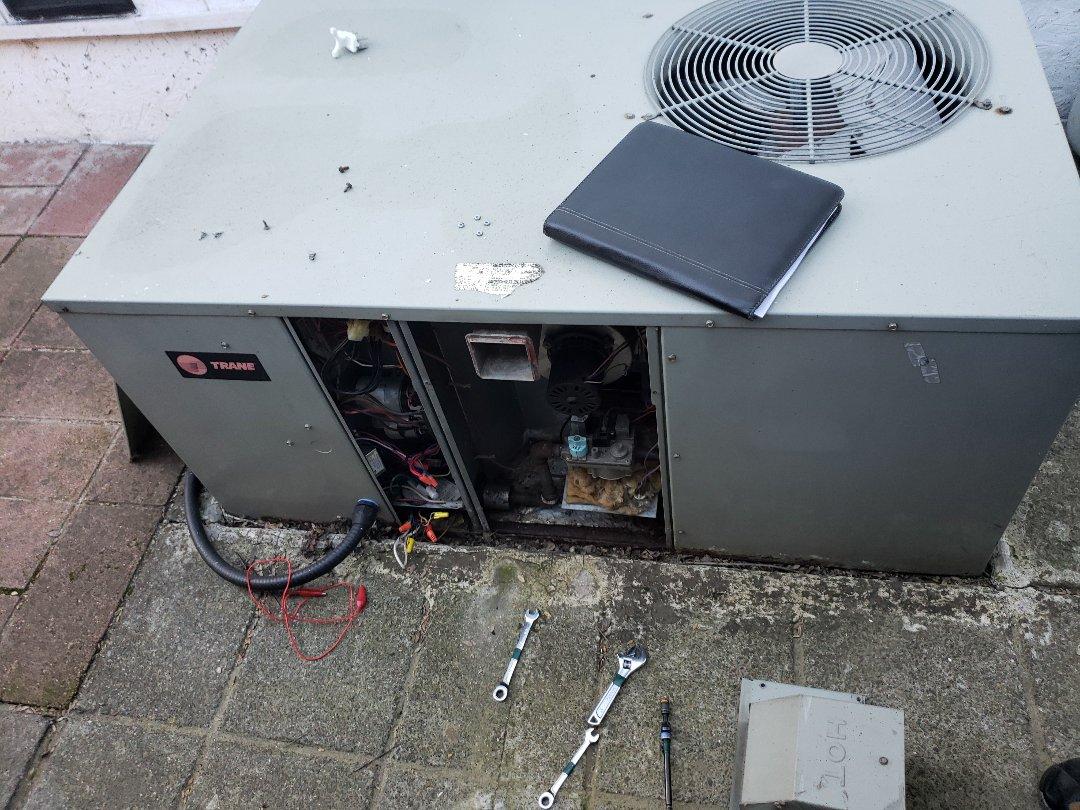 Ukiah, CA - Service call no heat on trane package unit