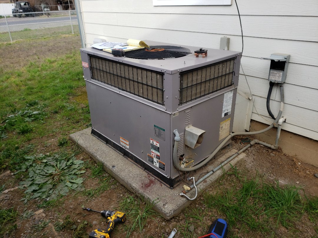 Ukiah, CA - Service call heat going on and off.