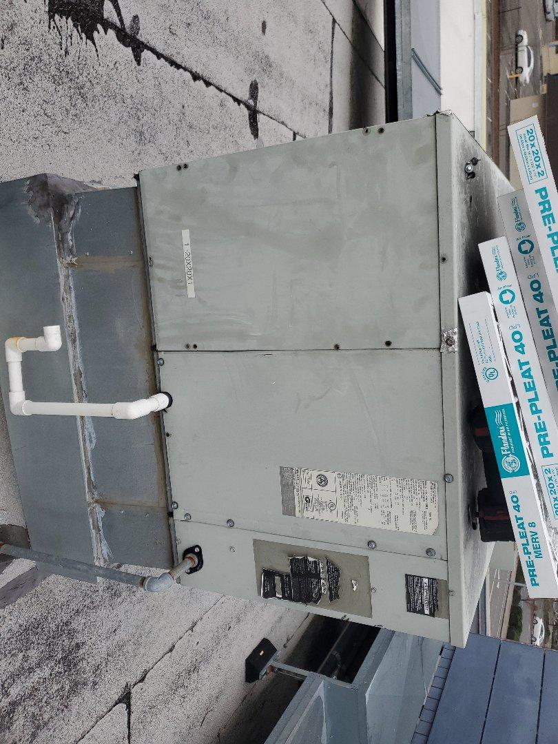 Ukiah, CA - Maintenance on Ameristar package unit