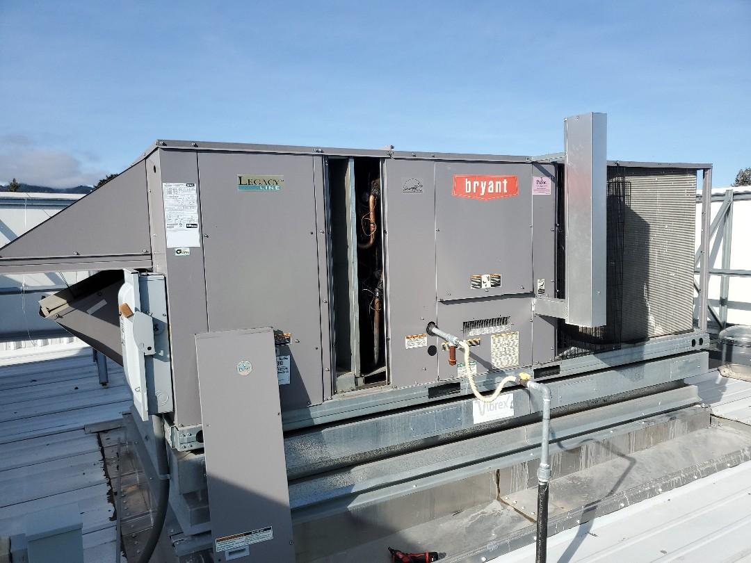 Ukiah, CA - Maintenance on bryant package until