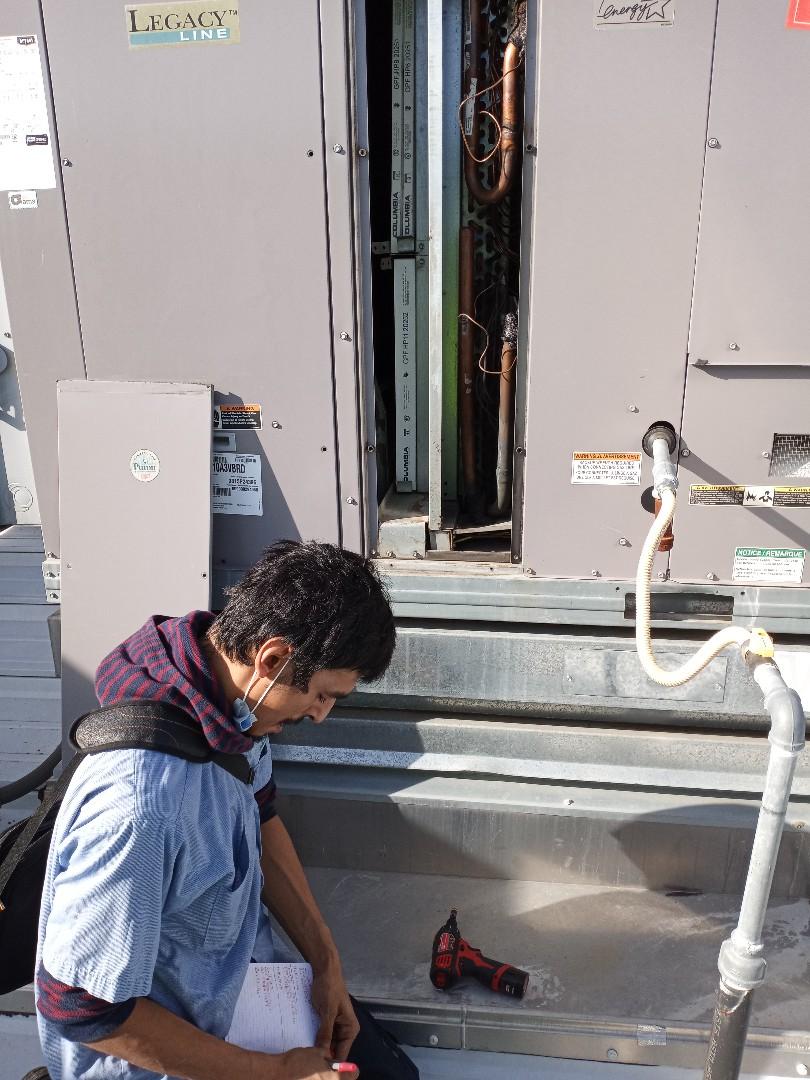 Ukiah, CA - Maintenance on package unit