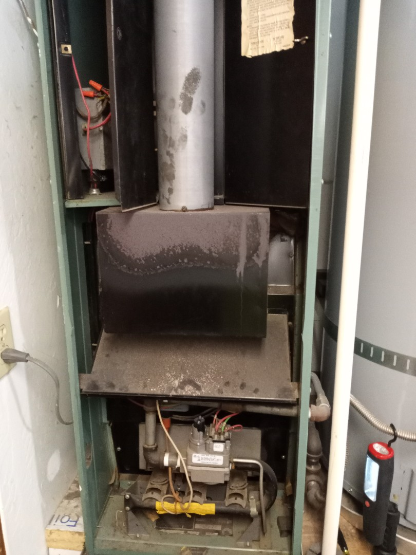 Willits, CA - Service call for continuous fan running furnace
