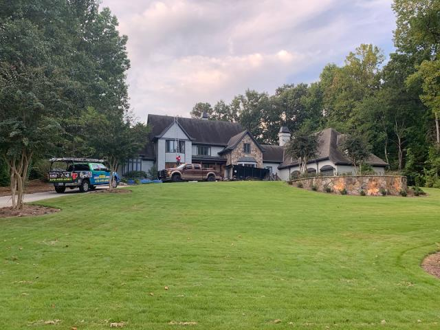 Atlanta, GA - Crew about to get started to remove and replace customer's existing roof with a New Timberline Lifetime High Definition Shingled Roof.