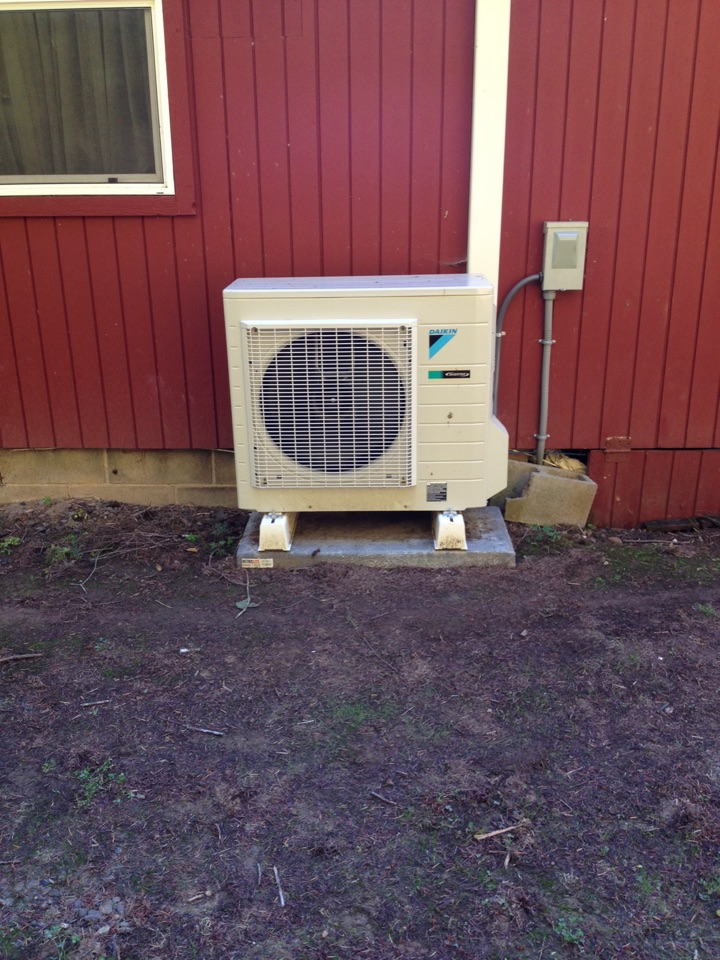 Blodgett, OR - Repair Daikin ductless heat pump. Replace PCB.