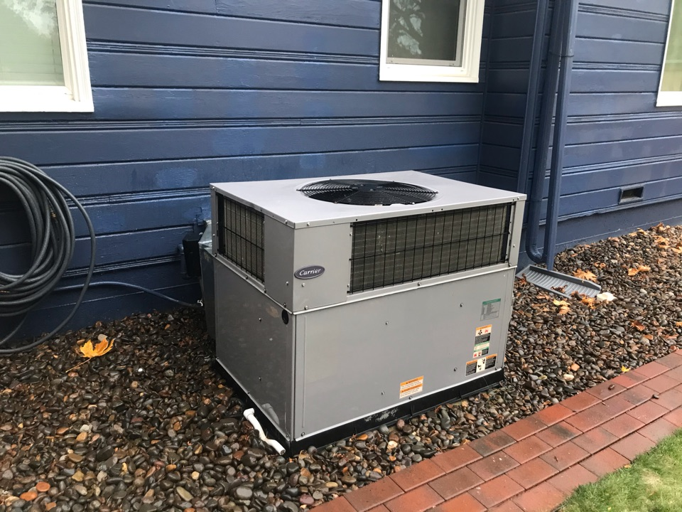 Salem, OR - Annual tune up and maintenance on a Carrier package unit.