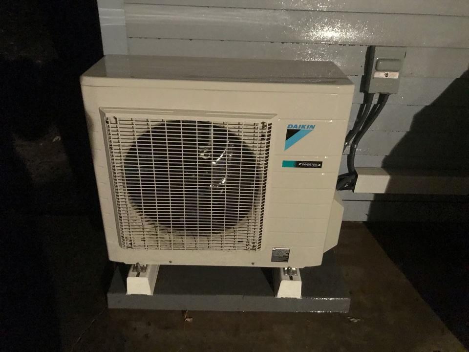 Monmouth, OR - Standard tune up and maintenance on a Daikin ductless heat pump system.