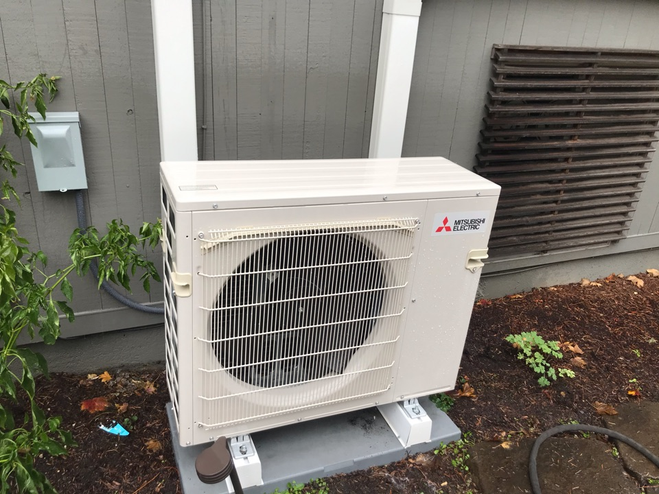 Tangent, OR - Annual tune up and maintenance on a Mitsubishi ductless heat pump system.