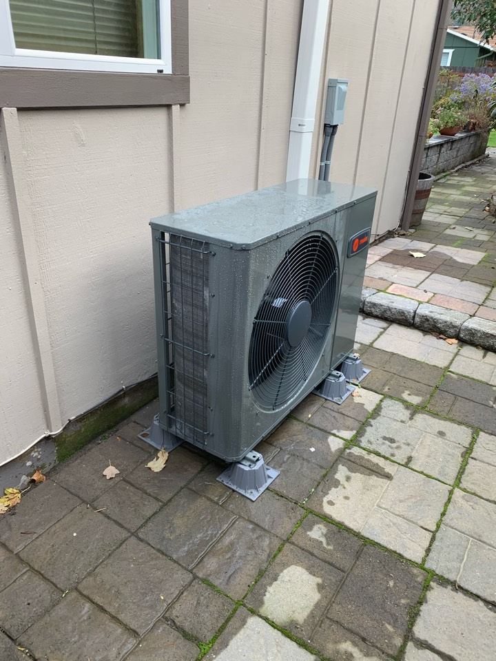 Philomath, OR - New Trane heat pump install