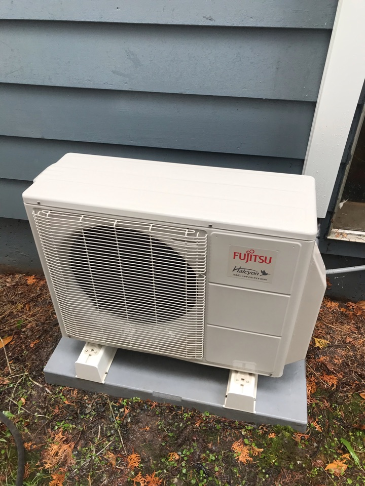 Eugene, OR - Standard tune up on a Fujitsu Ductless System
