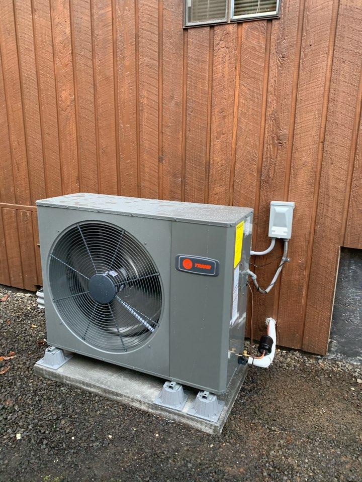Philomath, OR - New Trane heat pump system