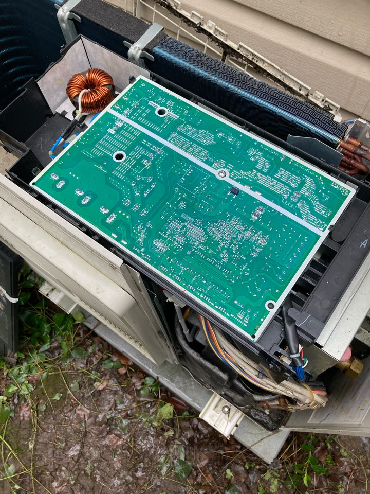 Monroe, OR - Ductless heat pump repair, new PCB and sensors for Heating operations.