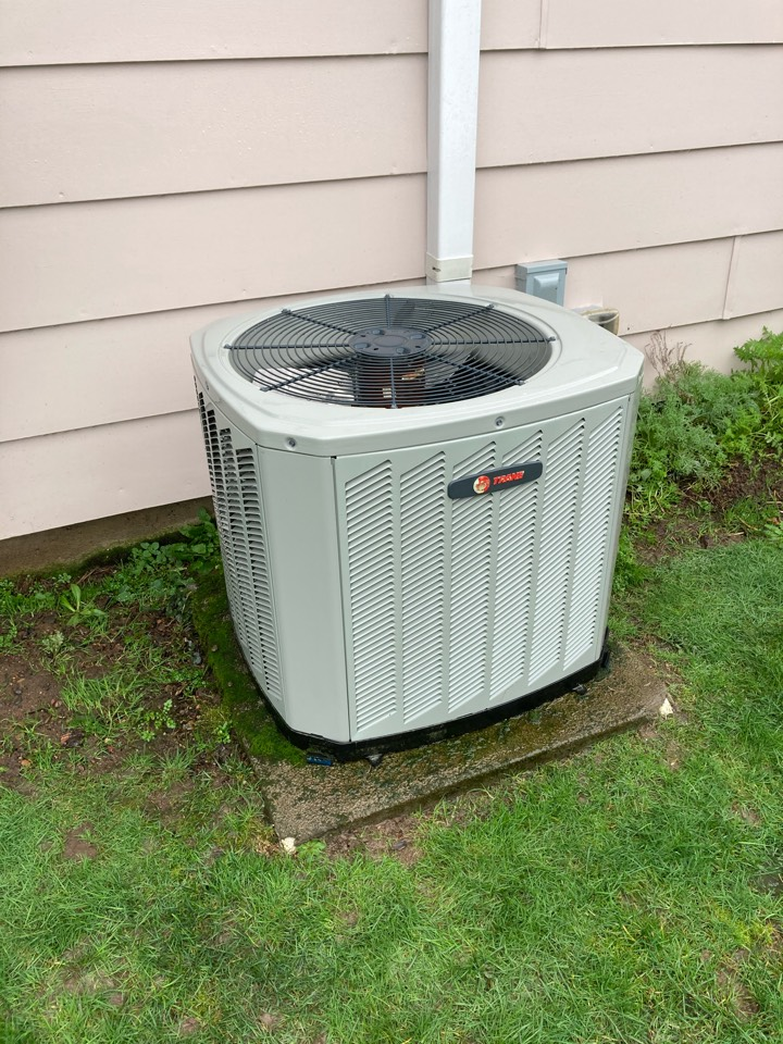 Albany, OR - Trane air conditioner maintenance tuneup