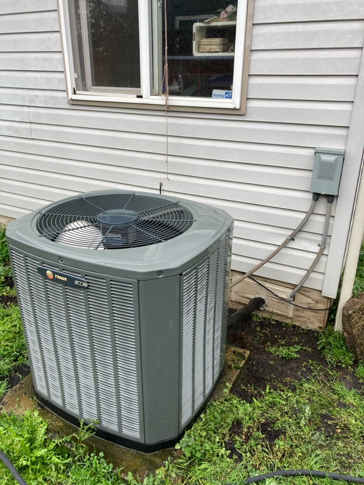 Eugene, OR - Trane air conditioner maintenance tuneup