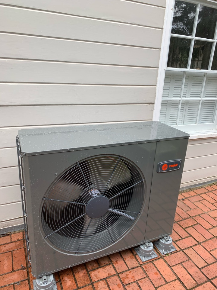 Eugene, OR - New Trane variable speed heat pump install
