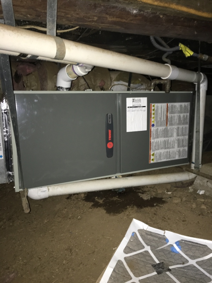 Alsea, OR - Performing a maintenance service call. Heating tune up on a Trane gas furnace.