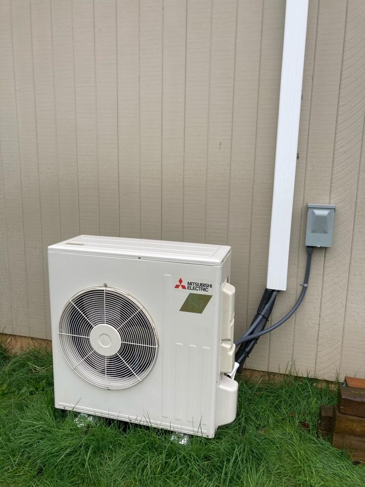 Adair Village, OR - Mitsubishi ductless heat pump maintenance tuneup