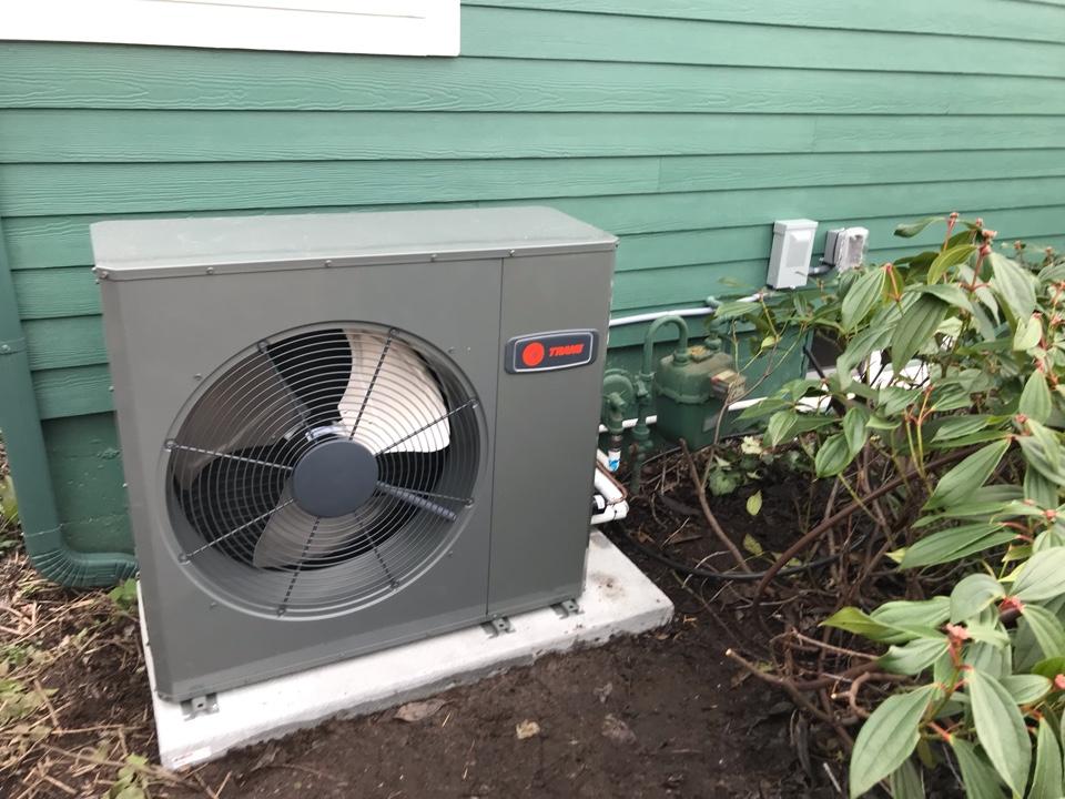 Tangent, OR - Trane heat pump system installation.