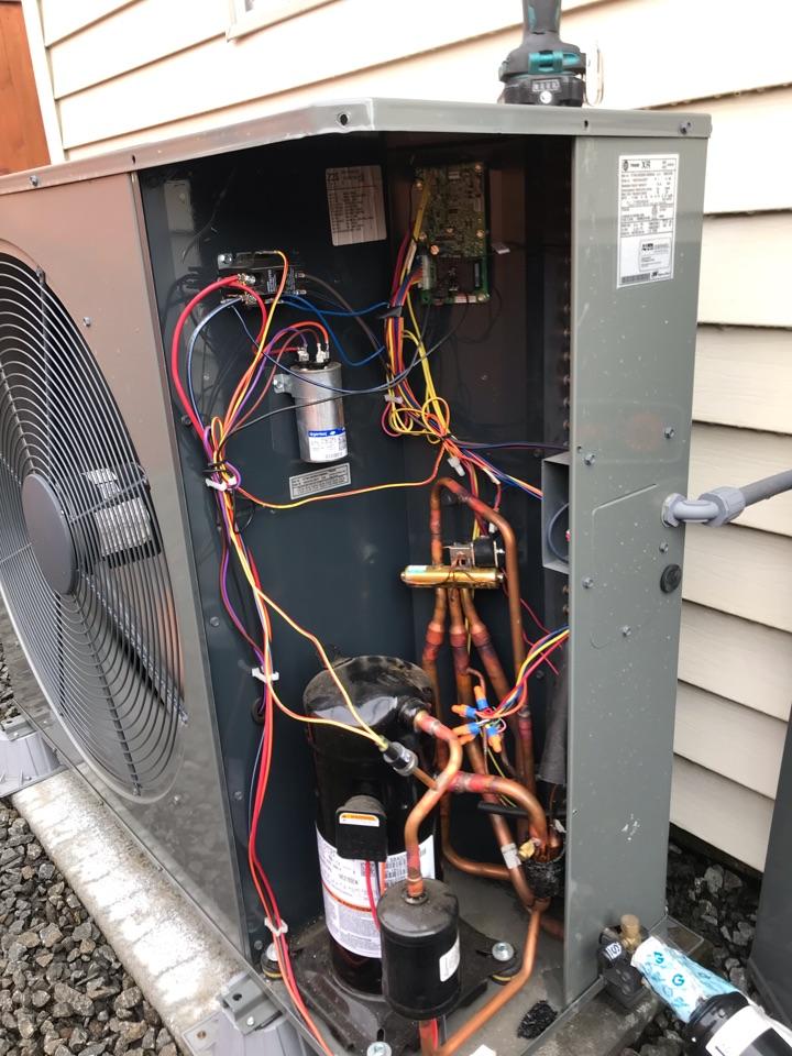 Eugene, OR - Trane heat pump inspection
