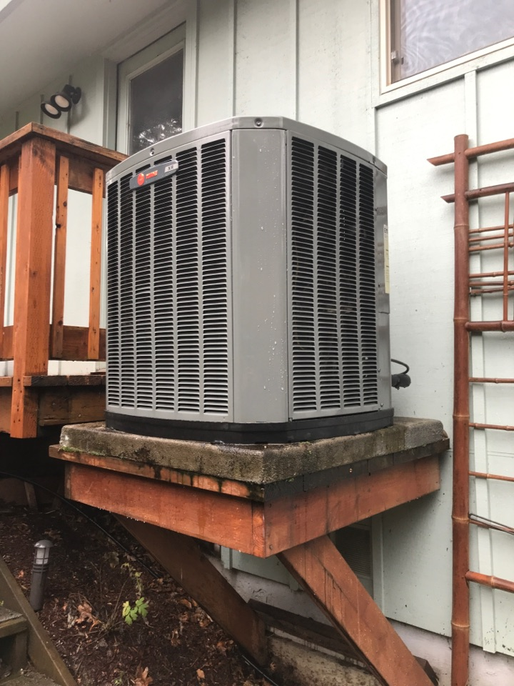 Eugene, OR - Comfort for life maintenance on a Trane heat pump system