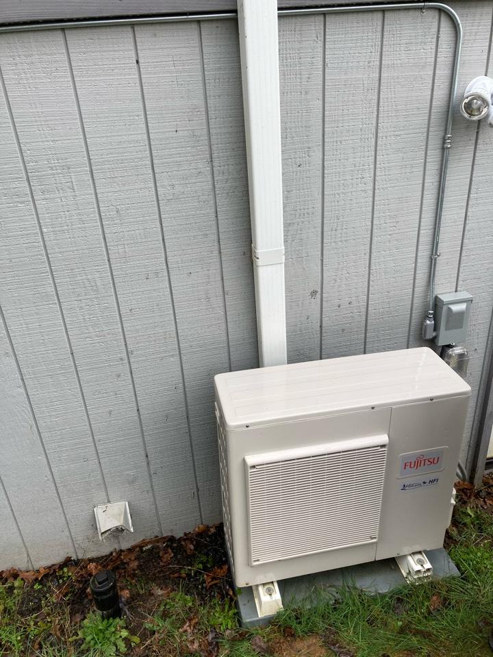 Junction City, OR - Fujitsu ductless heat pump maintenance tuneup