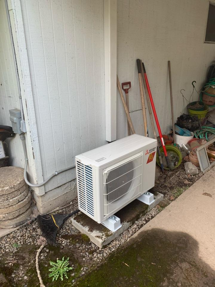 Salem, OR - New Mitsubishi heat pump install