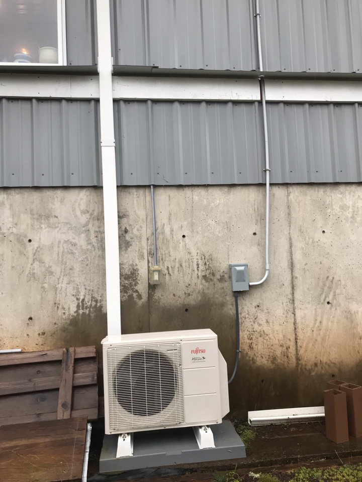 Sweet Home, OR - Maintenance on a Fujitsu ductless heat pump system