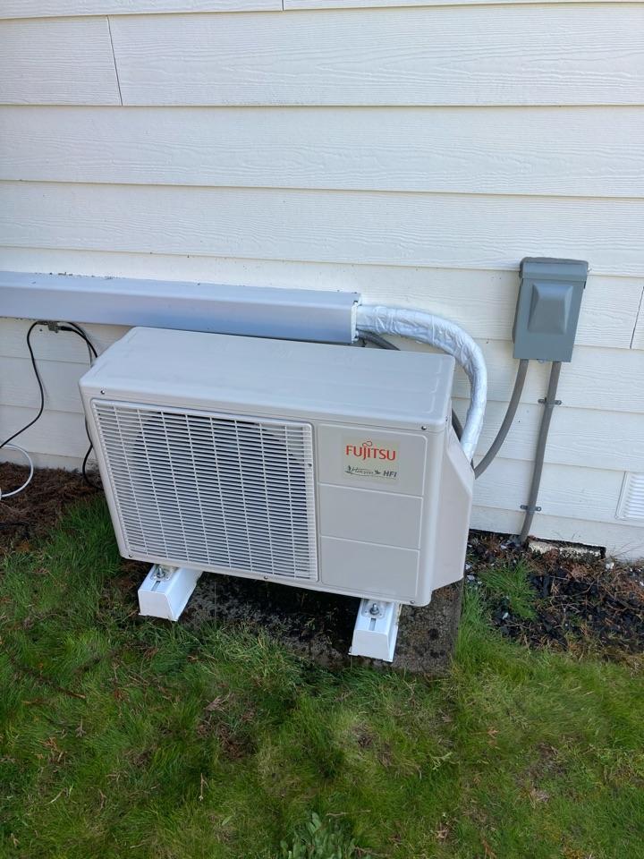 Dallas, OR - Fujitsu ductless heat pump maintenance tuneup