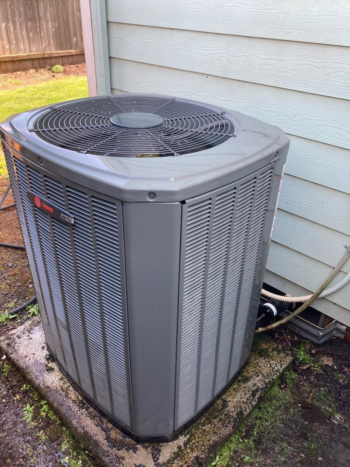 Keizer, OR - Trane air conditioner maintenance tuneup